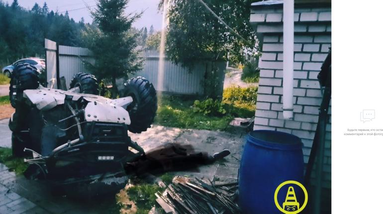 В Ленобласти квадроциклист влетел в забор и погиб