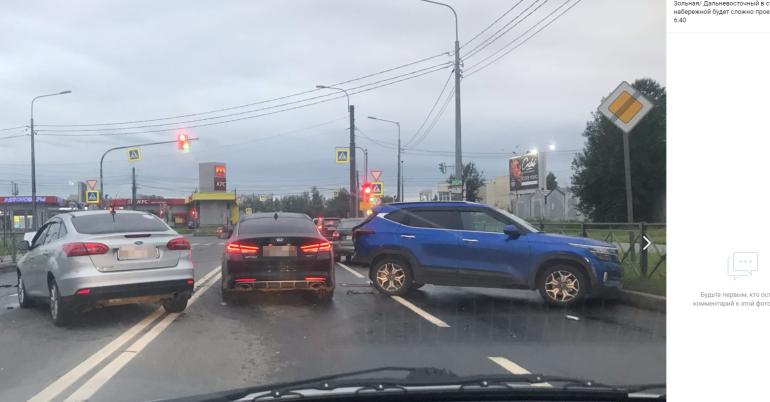 Движение по Зольной встало из-за ДТП