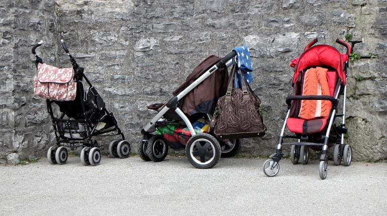 Возбуждено дело об оставленном в коляске ребенке на Бутлерова