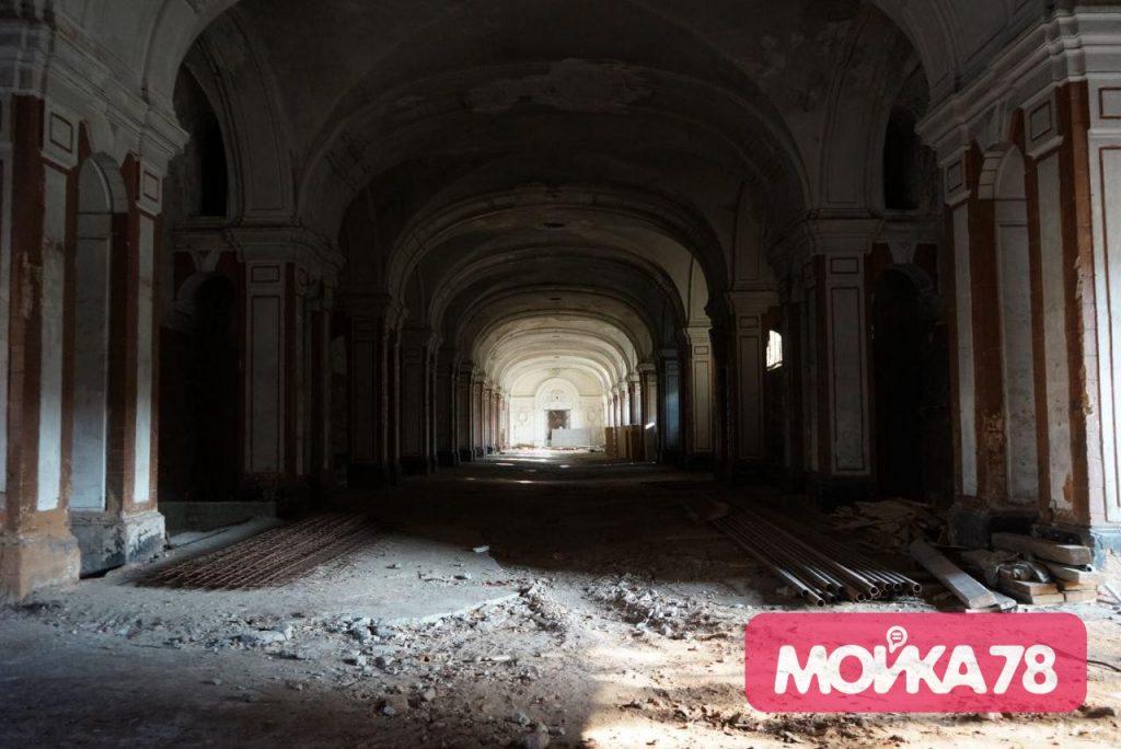 Фоторепортаж «Мойки78»: как разрушается Конюшенное ведомство