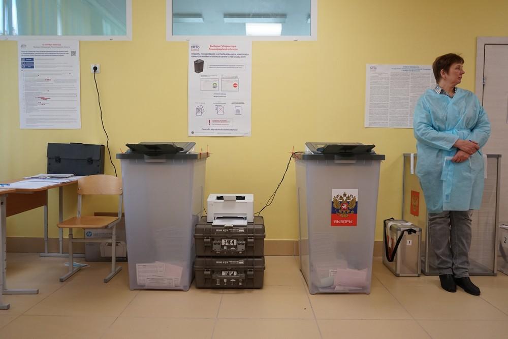 Петербургский избирком: на выборы в Госдуму зарегистрировано 76 кандидатов, в ЗакС подались 274