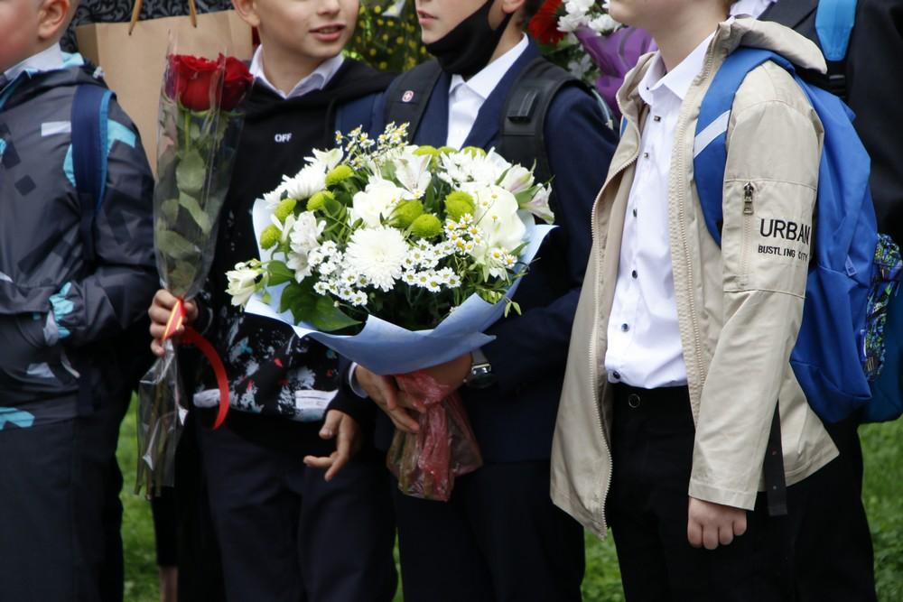 Школьники празднуют: в Петербурге начался новый учебный год