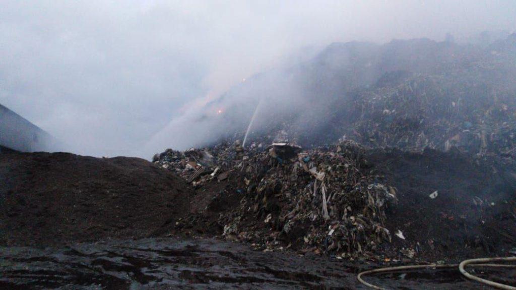 Загорелся скандальный МБПО-2 в Янино. Тлеющий мусор пытались скрыть