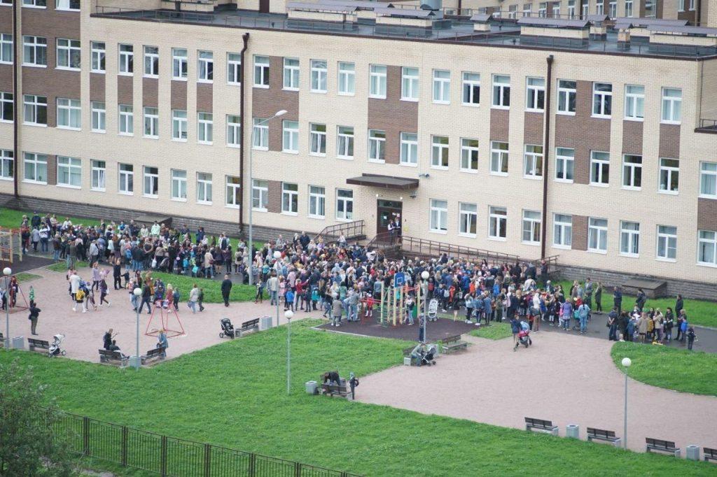 Петербургские родители озвучили претензии чиновникам по организации 1 сентября