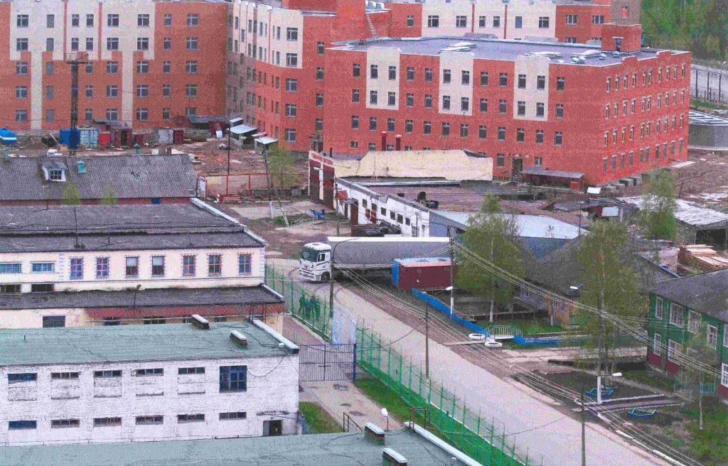 Обвиняемого в убийствах не отпустили в суд из СИЗО в Горелово. Там разместили коронавирусный обсерватор