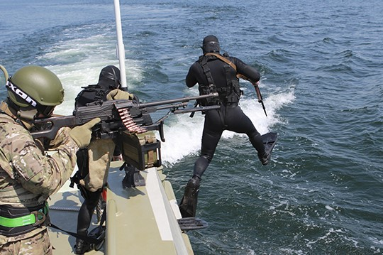 В Петербурге начались учения по уничтожению подводных диверсантов
