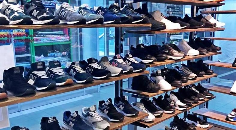 Роспотребнадзор нашёл в Петербурге 250 пар контрафактной обуви