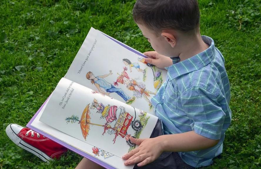 Эксперт дал рекомендации по чтению для детей. Фото: Рixabay