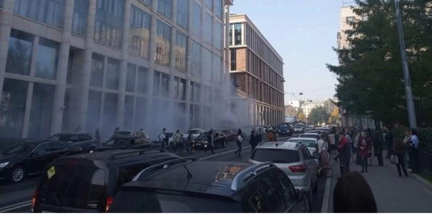 У здания администрации Петербурга вспыхнул ассенизатор