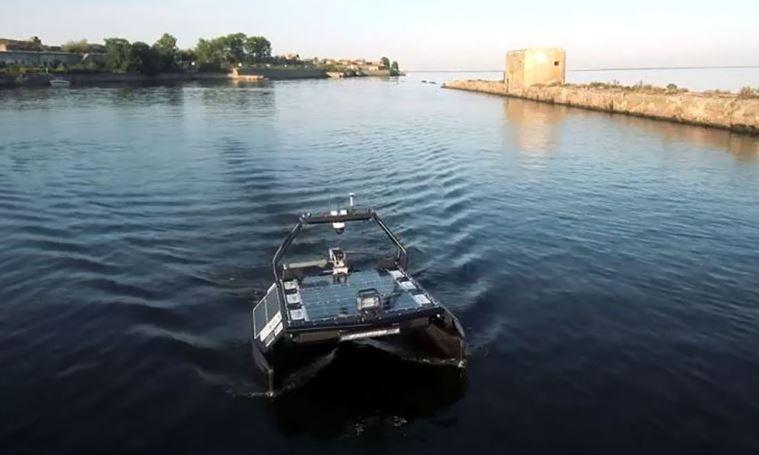 Военно-морским училищам Петербурга подарили роботизированные катамараны