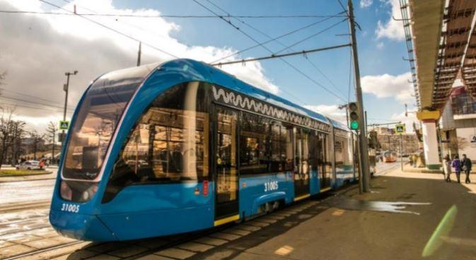 В Петербурге собрали самый лёгкий алюминиевый трамвай в России