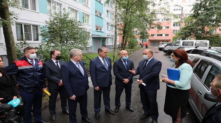Во Фрунзенском районе власти проверили ход работ по капремонту домов