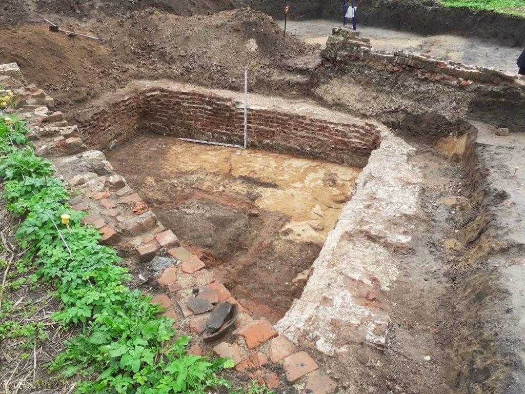 Петербургские археологи откопали в Твери артефакты эпохи Средневековья и Нового времени