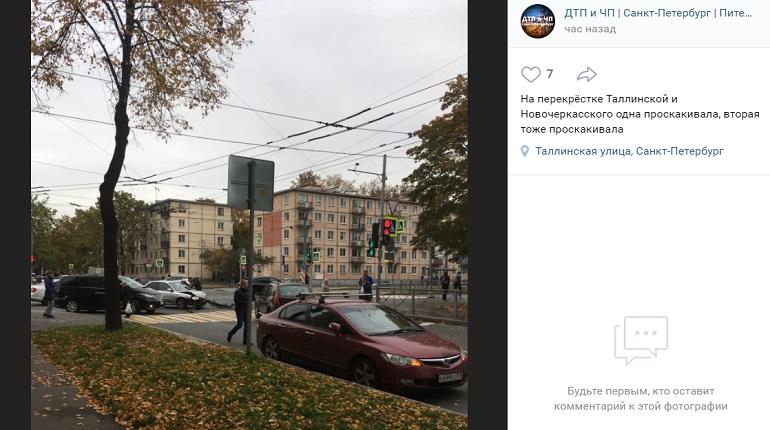 На Таллинской улице у автомобиля в ДТП отлетел бампер