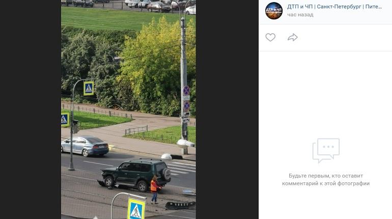 На улице Десантников два авто не поделили проезжую часть