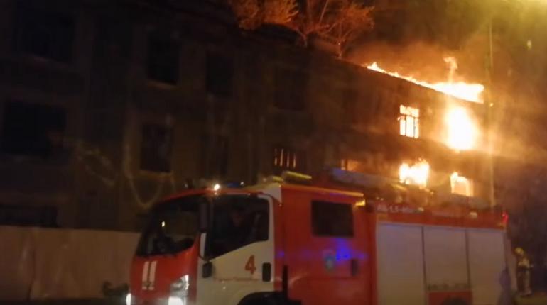 Пожарные локализовали возгорание в заброшенном доме на Митрофаньевском