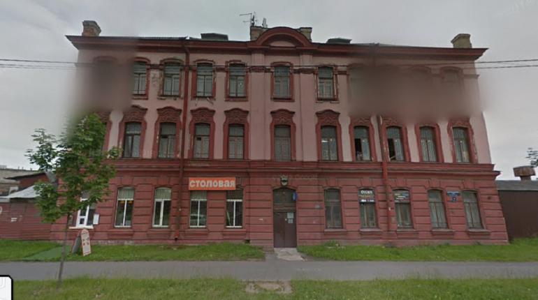 Пламя охватило 160 «квадратов» заброшенного дома на Митрофаньевском