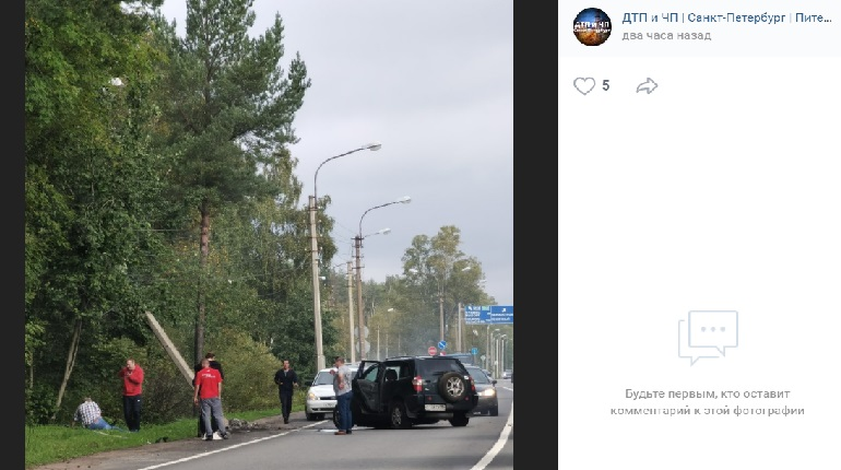 На «Скандинавии» автомобиль влетел в столб