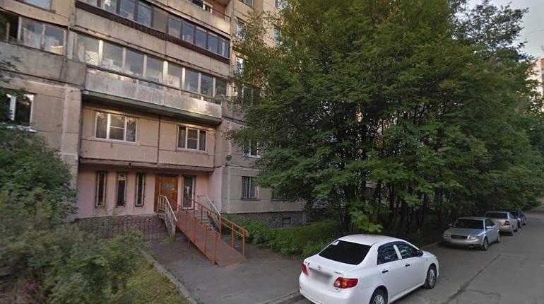 В парадной на улице Хошимина неизвестный напал на студентку и похитил ее сумку