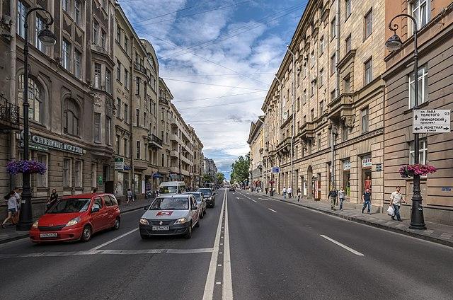 Управляющая сетями Calzedonia и Tezenis компания откроет шоу-румы в Доме мод на Петроградке