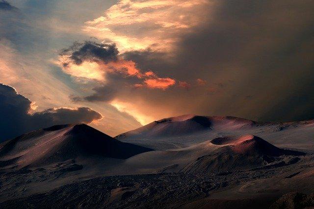 На Ямале снова нашли гигантскую воронку в земле