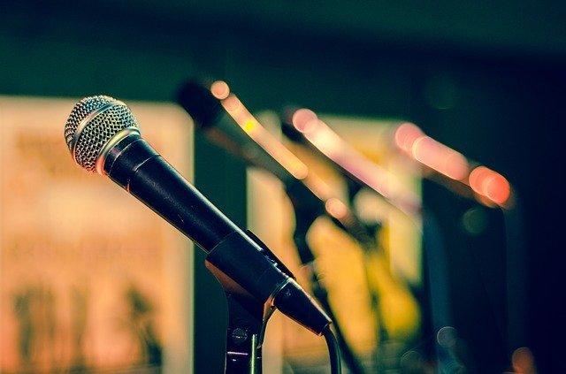 Ученые выяснили, как должен говорить человек, чтобы вызвать доверие слушающего
