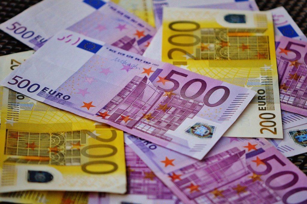 Европейская валюта катит рубль вниз