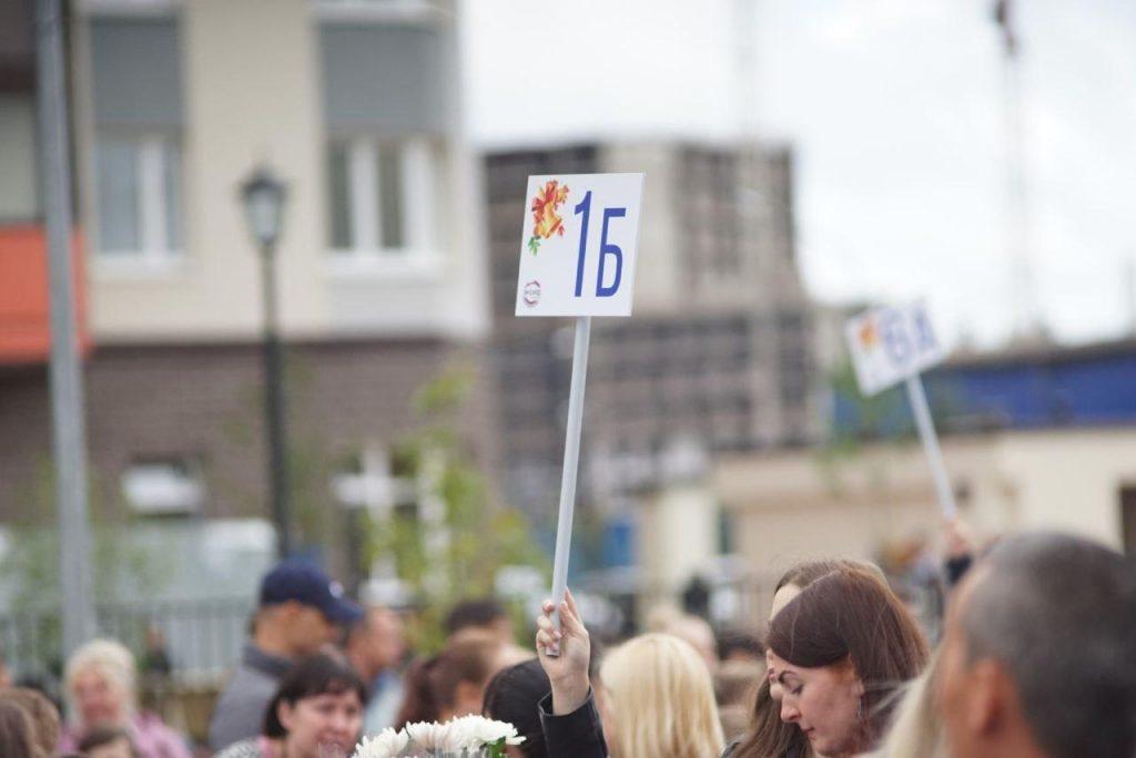 В Петербурге школьная линейка для 1 и 11 классов станет примером на будущие годы