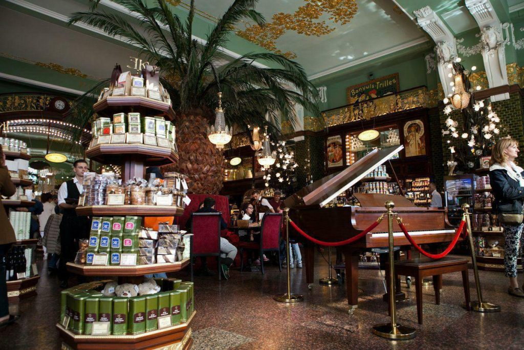 «Магазин Купцов Елисеевых» начал проводить для петербуржцев экскурсии