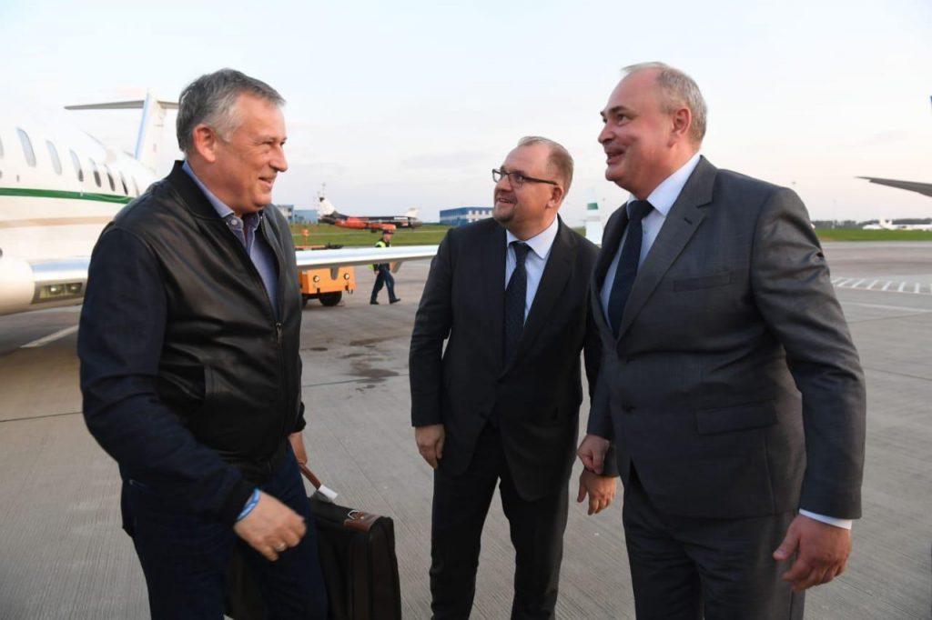 Александр Дрозденко прилетел в Минск с делегацией