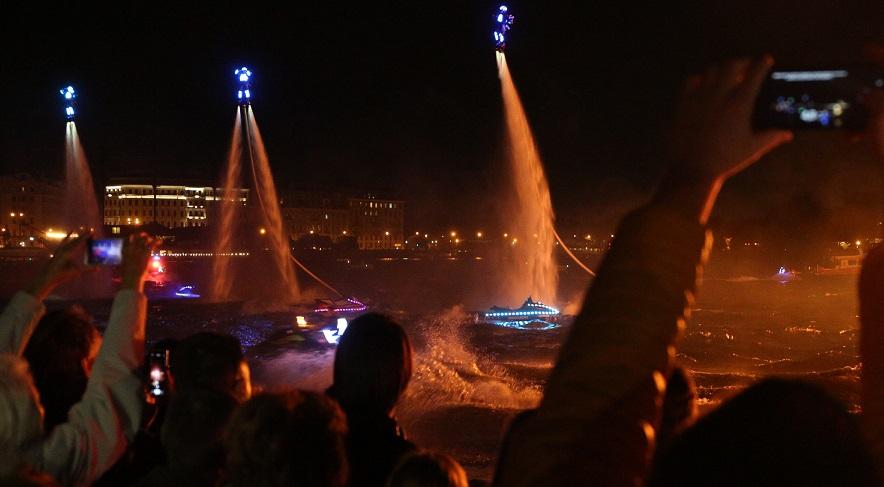 Фоторепортаж «Мойки78»: красочное флайборд-шоу и салют в День туризма в Петербурге