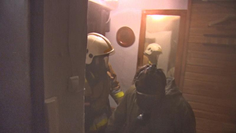 На Бухарестской ночью 15 пожарных за час потушили коммуналку