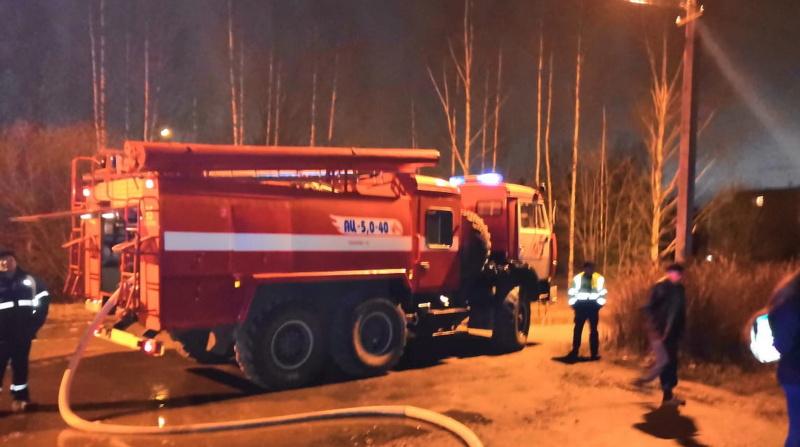 Ночью в деревне Борисова Грива загорелся автомобиль