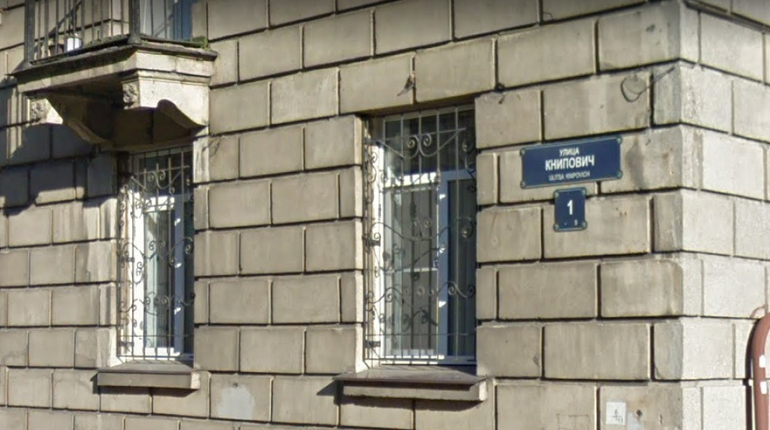 Суду Петербурга придется разбираться в конфликте вокруг переименованной улицы Книпович