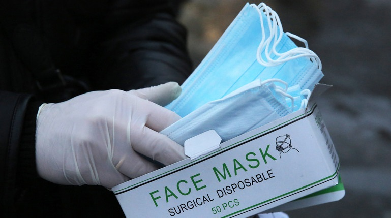 Жителям Гатчины бесплатно раздадут маски