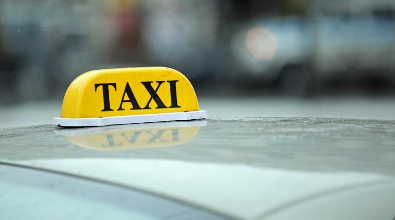 В Петербурге зафиксирован самый высокий спрос на таксистов среди регионов РФ