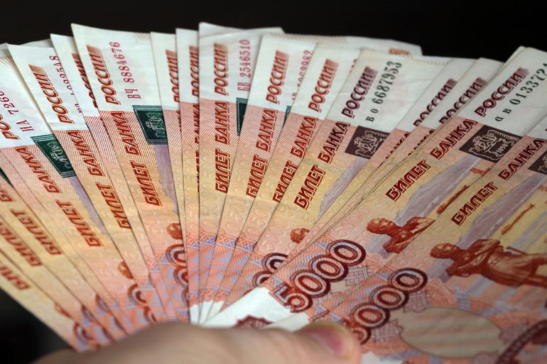 Гендиректор петербургской нефтяной компании отдал больше 50 млн мошенникам