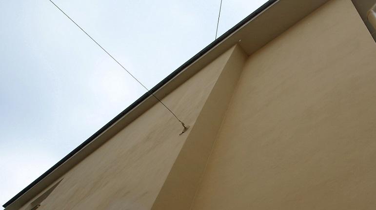 В Шушарах 14-летняя школьница упала с крыши девятиэтажки