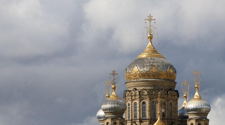 РПЦ негативно отреагировала на призыв петербургских властей ограничить число людей на службах