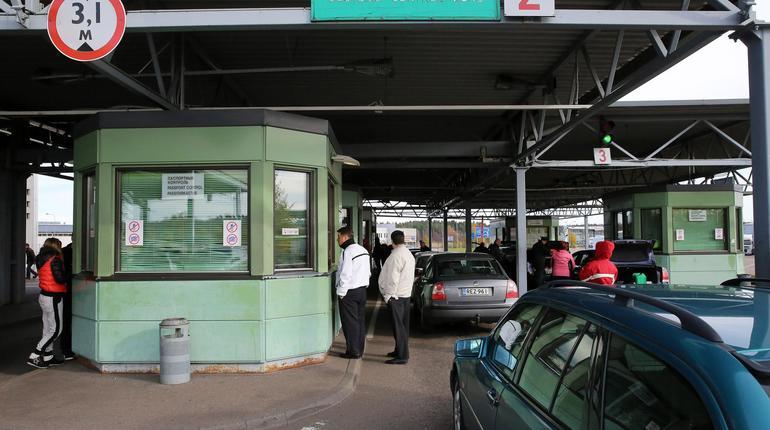 Пассажиропоток на границе России и Финляндии сократился в четыре раза