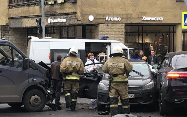 В Пушкине на перекрестке произошла тройная авария