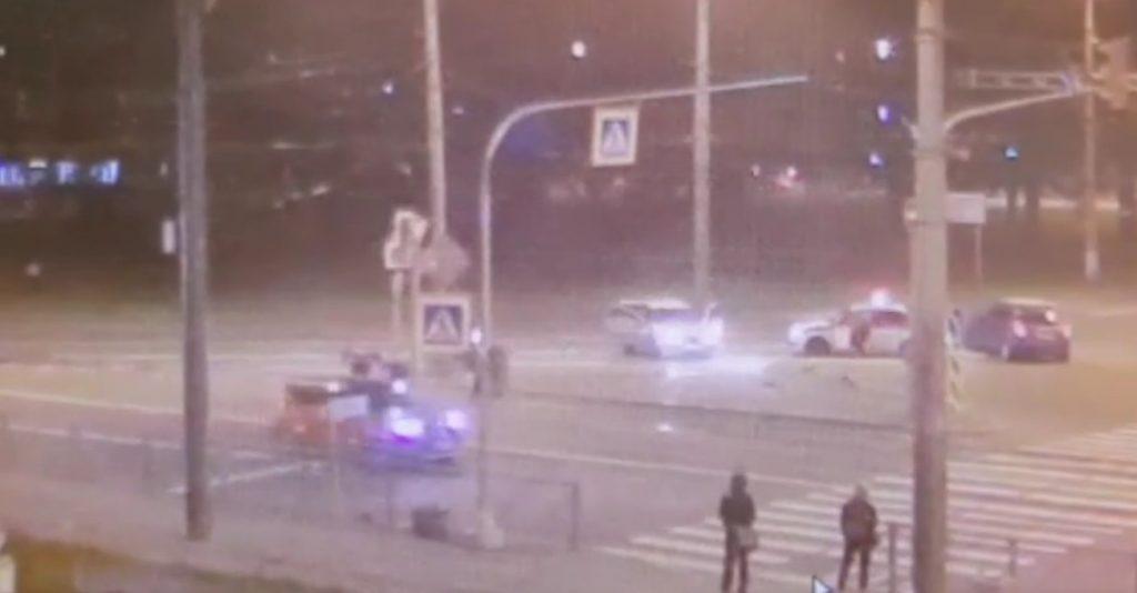 Юный водитель каршеринга без прав пытался скрыться от ДПС и налетел на поребрик