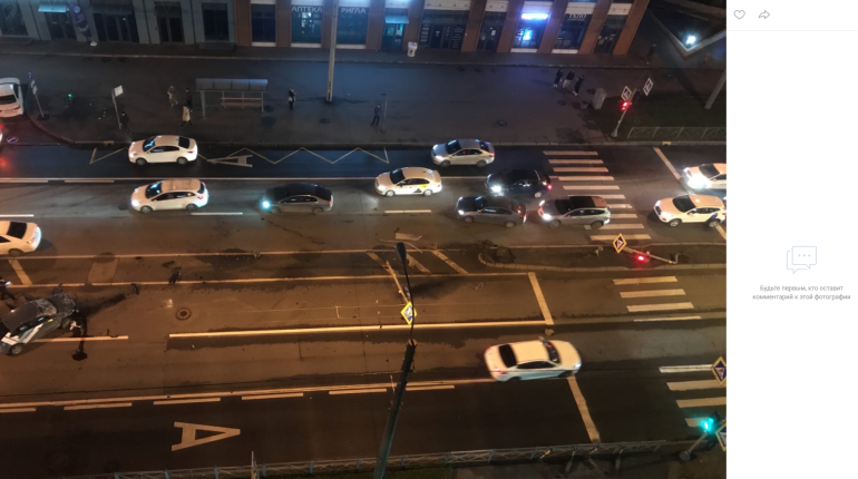 На проспекте Медиков каршеринг снес два светофора