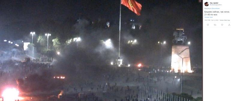 В Бишкеке введен режим чрезвычайного положения из-за протестов