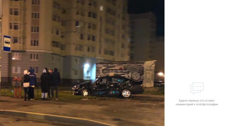 Старенькая BMW закончила жизнь на углу Маршала Захарова и Героев