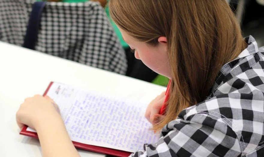 Почти 700 петербургских школ могут перейти на дистанционное обучение в декабре