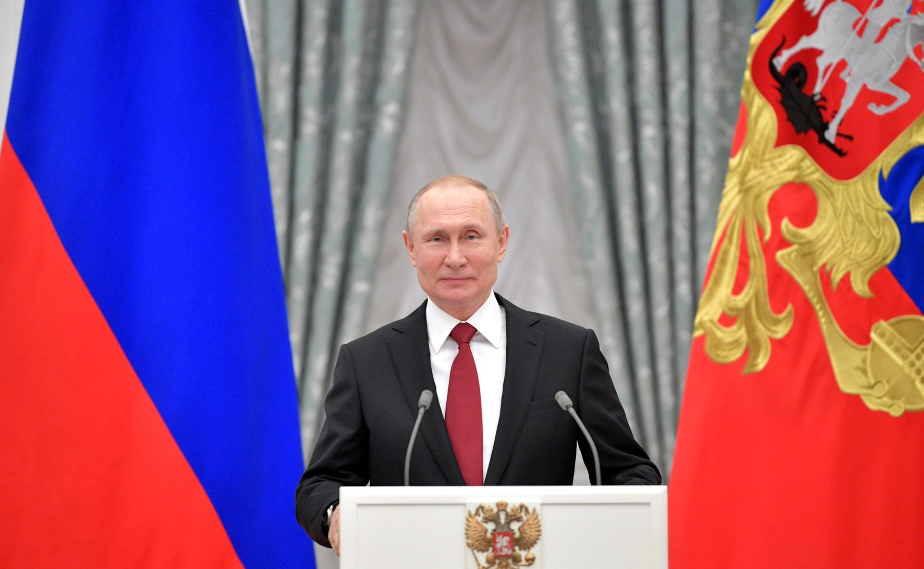 ЗакС перенес свое заседание из-за послания Путина