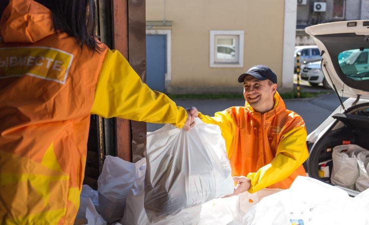 Активисты ОНФ подарили горбольнице №20 средства индивидуальной защиты
