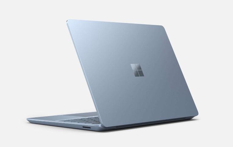 Microsoft представила свой самый лёгкий и дешёвый ноутбук