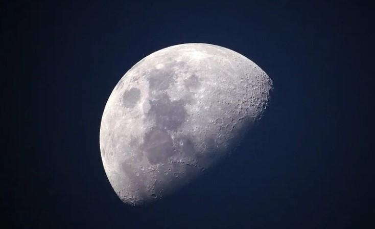 В Пекине публике представили образцы лунного грунта